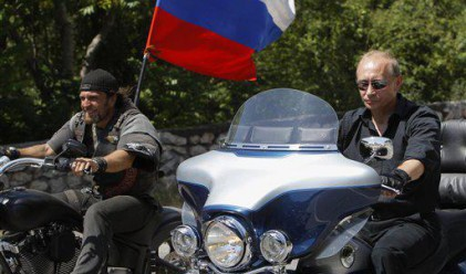 Путин кара Harley Davidson на руски мотосъбор