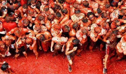 Десетки хиляди се замеряха с домати в Испания