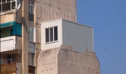 Пловдивчанин качи фургон на осмия етаж, направи го пристройка
