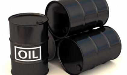 Петролът поскъпва с 4 долара