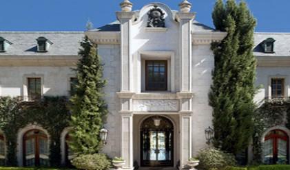 Последният дом на Майкъл Джексън отново се продава (снимки)