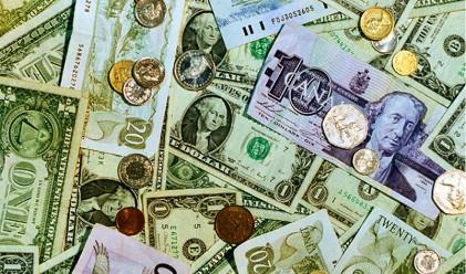 Инвеститорите бягат от йената, отново са склонни към риск