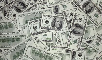 Доларът продължава да поевтинява