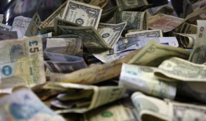 Близо 100 хил. евро и над 70 хил. долара откриха митничари в куфар