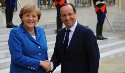Меркел и Оланд насърчиха Гърция