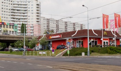 Електромобилите в Чехия вече могат да зареждат в McDonald's