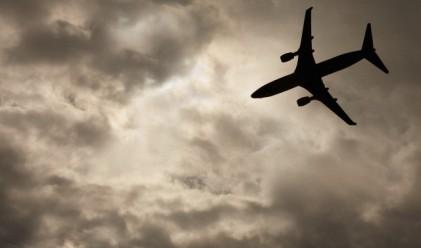 Масово прилошаване приземи самолет