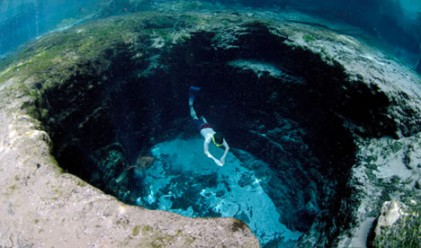 Невероятни места за плуване: от красиви до странни