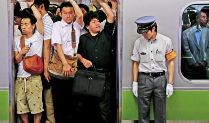 Мъжете с бели ръкавици, или тласкачите от японското метро