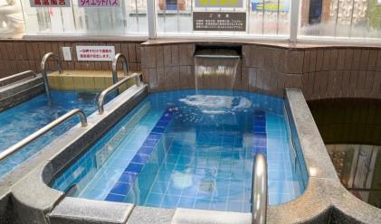Защо в Япония пускат ток през телата си по време на къпане?
