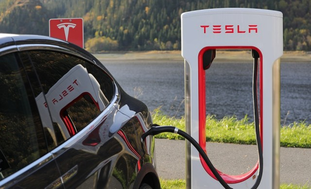 Изказване на Мъск смъкна акциите на Tesla