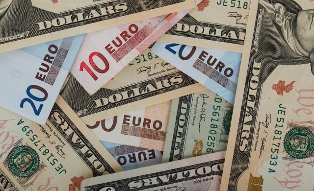 Слаб, слаб щатски долар