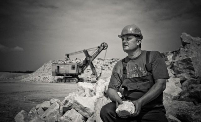 Девет души са в неизвестност след инцидент в мина в Русия