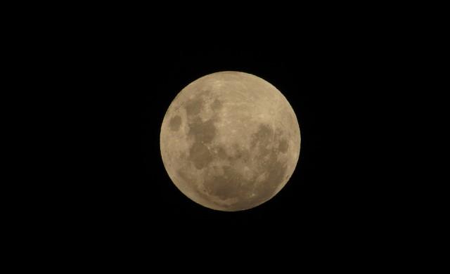Как да наблюдавате лунното затъмнение тази вечер?