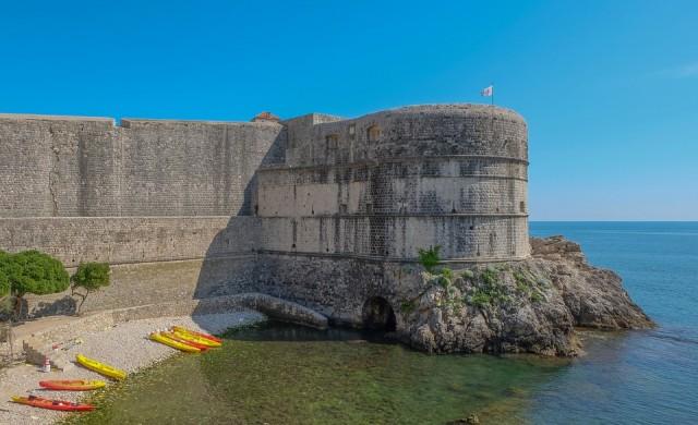 Дубровник ограничава драстично туристите и круизните кораби