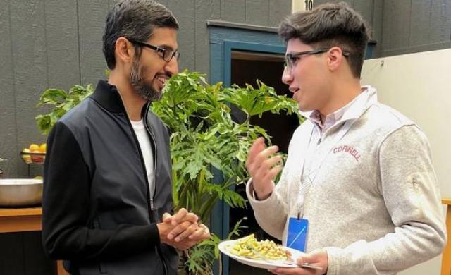Как живее генералният директор на Google Сундар Пичай