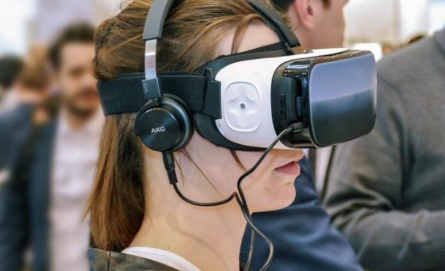 Facebook патентова очила за добавена реалност