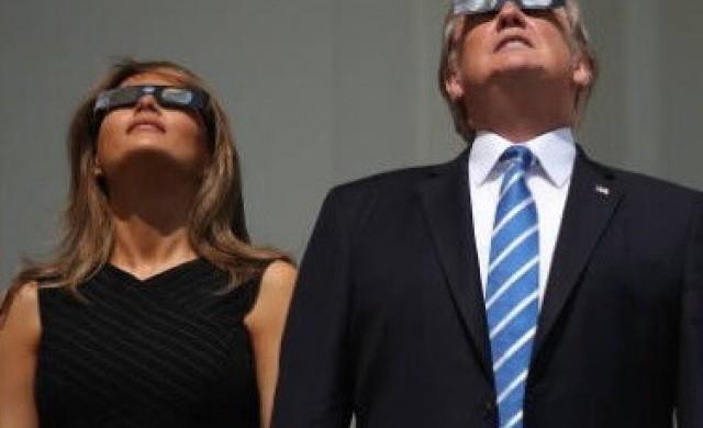 Американците взеха на подбив Тръмп заради слънчевото затъмнение