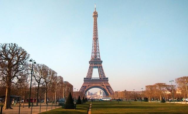 Туристите се завръщат в Париж след атентатите