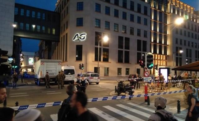 Мъж нападна с нож войници в Брюксел