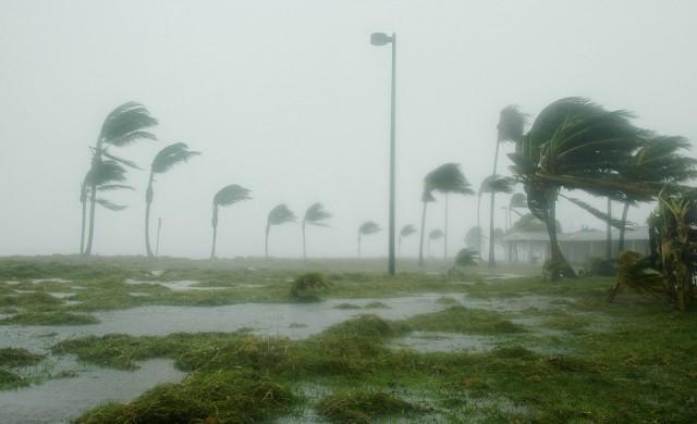 Ураганът Харви връхлетя бреговете на Тексас