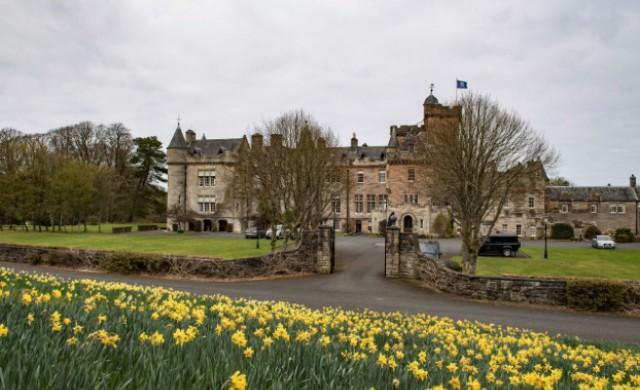 Три скъпи и впечатляващи замъка, които можете да наемете