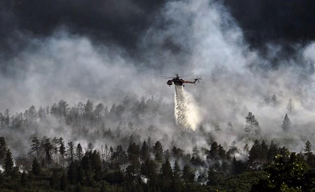 Трети хеликоптер ще гаси пожара в Кресненското дефиле