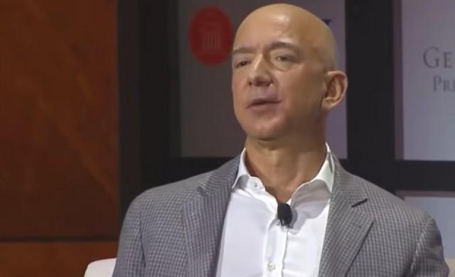 Безос трябва да харчи по 28 млн. на ден, за да не става по-богат