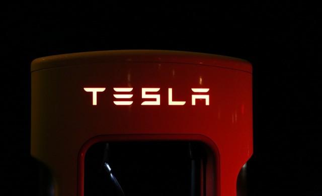 На колко се равнява днес инвестиция от 1000 долара в Tesla