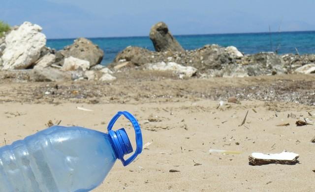 Джакарта генерира 2 400 т пластмасови отпадъци ежедневно