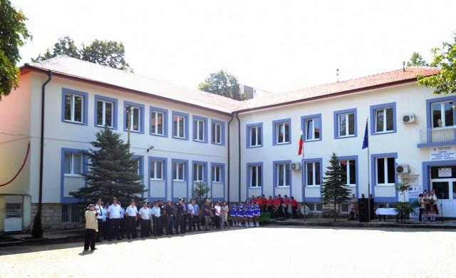 Обновяват 43 полицейски управления и противопожарни служби