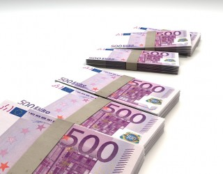 Сривът при турската лира дърпа еврото надолу