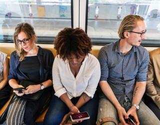 Наистина ли смартфоните ни правят нещастни?