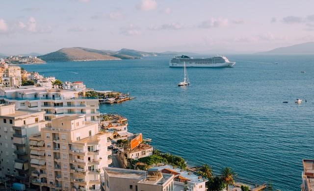 Най-високата пързалка в морето предлага круизен кораб