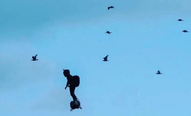 Французин прелетя над Ламанша с реактивна раница