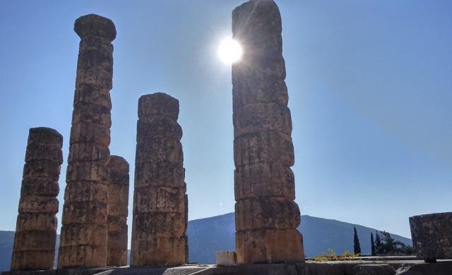 Ферибот тръгва към блокирани на гръцки остров туристи