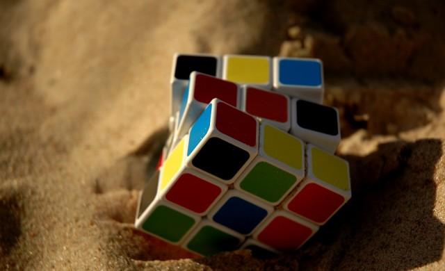 Първото медицинско кубче Рубик