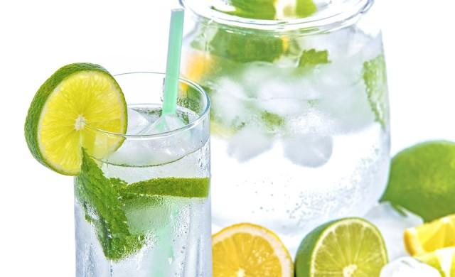 Какво ще се случи, ако пиете вода с лимон всеки ден за седмица?