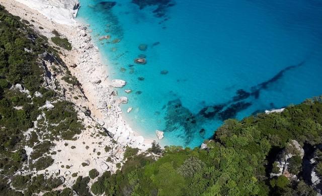 До 6 г. затвор за семейство, откраднало 40 кг пясък от Сардиния