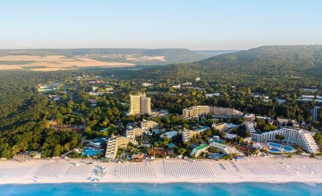 Албена на 50 г.: 33 хотела, плаж със Син флаг и елитен аквапарк