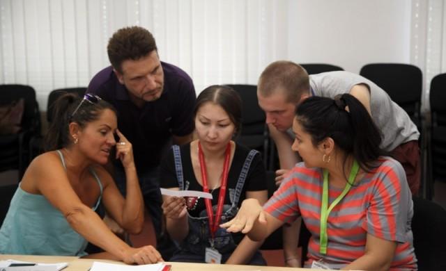 280 студента с високи постижения започват образованието си в АУБ