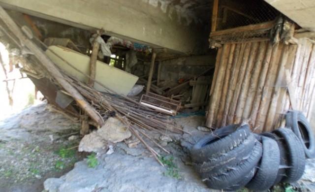 Под мостовете у нас: отпадъци, гуми и отглеждане на животни