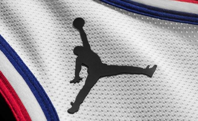 Кой баскетболист печели най-много от продажбата на спортни стоки?