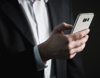 Защо смартфоните постоянно поскъпват?