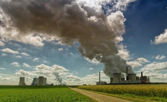 Производството на ток от въглища с първи спад в историята
