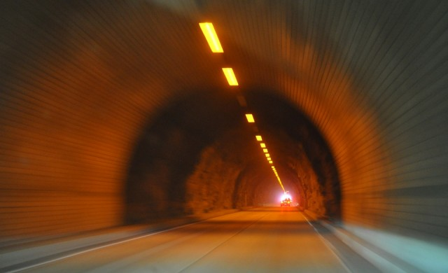 Карайте с повишено внимание в тръбата за Бургас на тунел Траянови врата