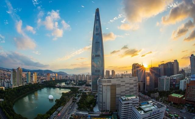 Фотограф показва суровия живот в жилища от 3 квадрата в Южна Корея