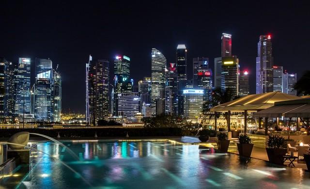 Сингапур слага проследяващи устройства на пътуващите