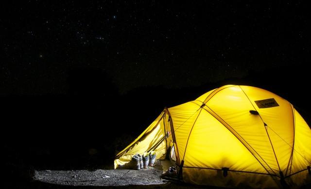 Къмпингът на бъдещето - надуваеми палатки, мобилни кухни и USB устройства