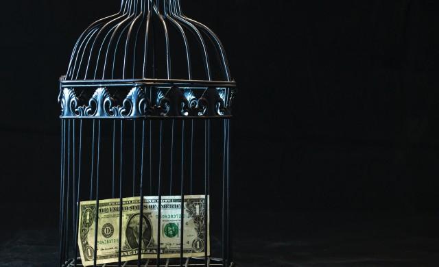Американските компании страдат, а акциите им поскъпват. Каква е причината?